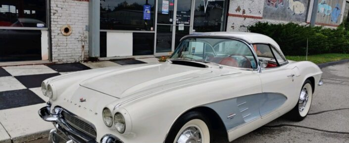 1961 Ermine White/red (silver Coves)   2×4's