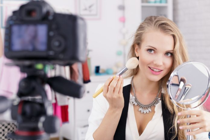 How you can make money as a beauty blogger. Tips on how to make money with ads & affiliate links.