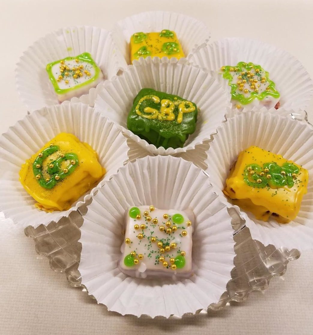 Alice's Packer's Way Petit Fours